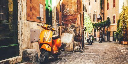 Trange og sjarmerende gater i Roma, Italia.