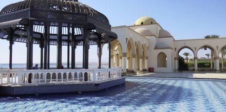 I den ene enden av strandpromenaden ligger Atlantis, med en vakker utsikt over havet