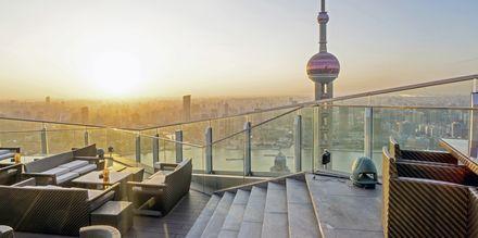 Ta en drink med utsikt i Shanghai.