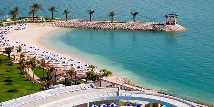 Hotellet ligger ved Dohas lengste naturlige strand