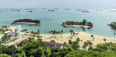 På øya Sentosa, utenfor sentrum av Singapore, kan du bade og sole deg hele dagen.