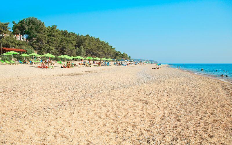 I Skala er det en 3 kilometer lang strand.
