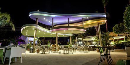 Poolbar på hotell Stamatia i Ayia Napa, Kypros.
