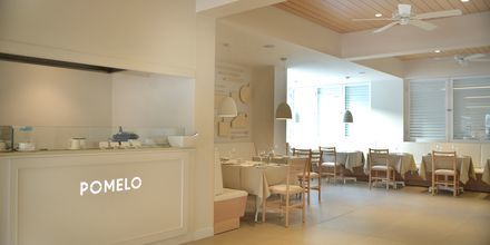 Restaurant Pomelo på hotell Sunrise Garden i Fig Tree Bay, Kypros.