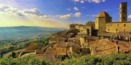 Byen Volterra ligger på en høyde med en fantastisk utsikt.