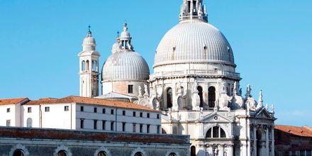San Giorgio Maggiore ligger ved innseilingen til Venezia
